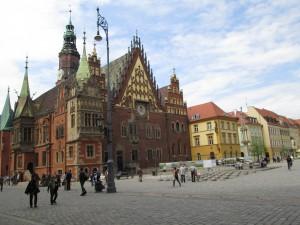 ヴロツワフ市庁舎(右の建物が会場)
